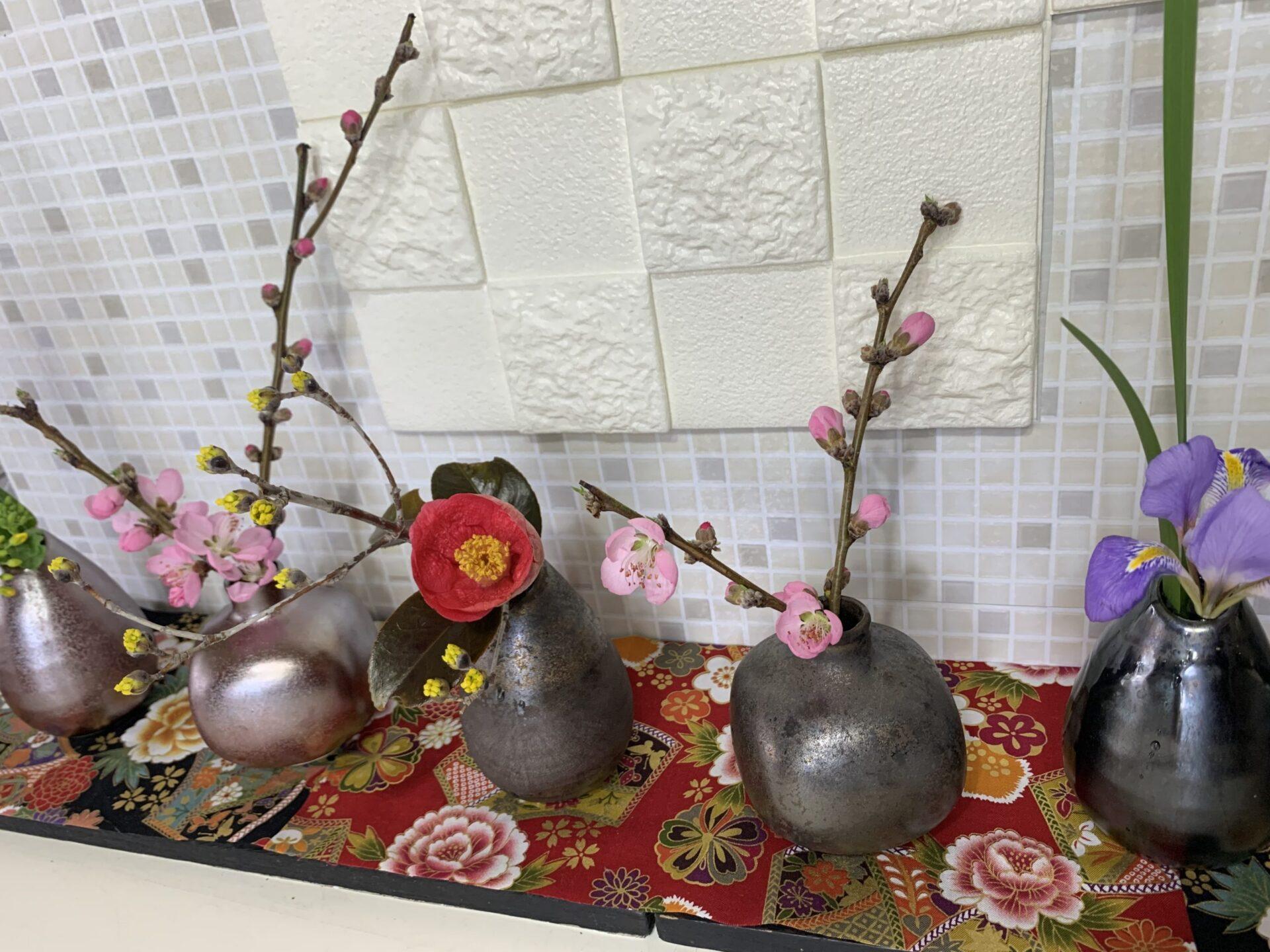 和風一輪挿し花瓶水仙梅桜ボラ椿アレンジメント
